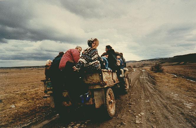 Γιάννης Μπεχράκης: Οι φωτογραφίες του από το Κόσοβο και η διάκριση στα World Press Photo Awards