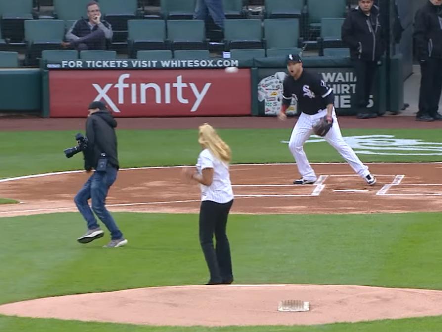 Τελικά ακόμα και η φωτογράφιση μπέιζμπολ είναι πολύ επικίνδυνη!