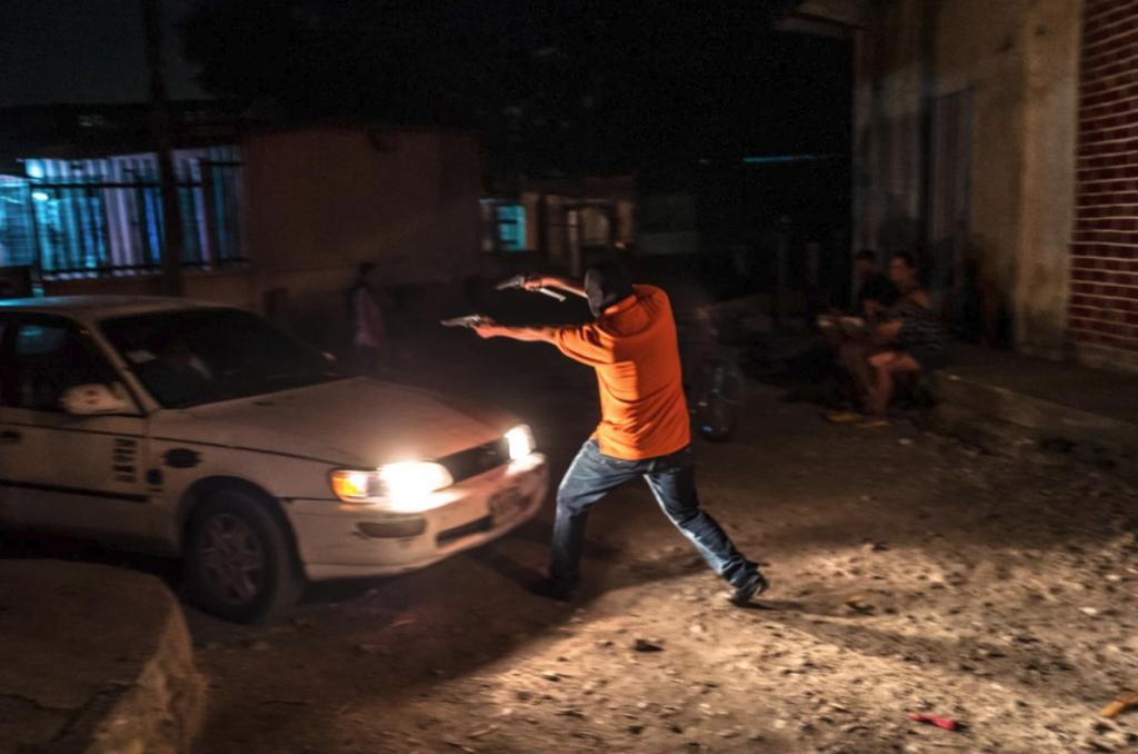 Φωτορεπόρτερ παραδέχεται ότι έστησε φωτογραφίες, διέκοψε τη συνεργασία μαζί του το πρακτορείο του