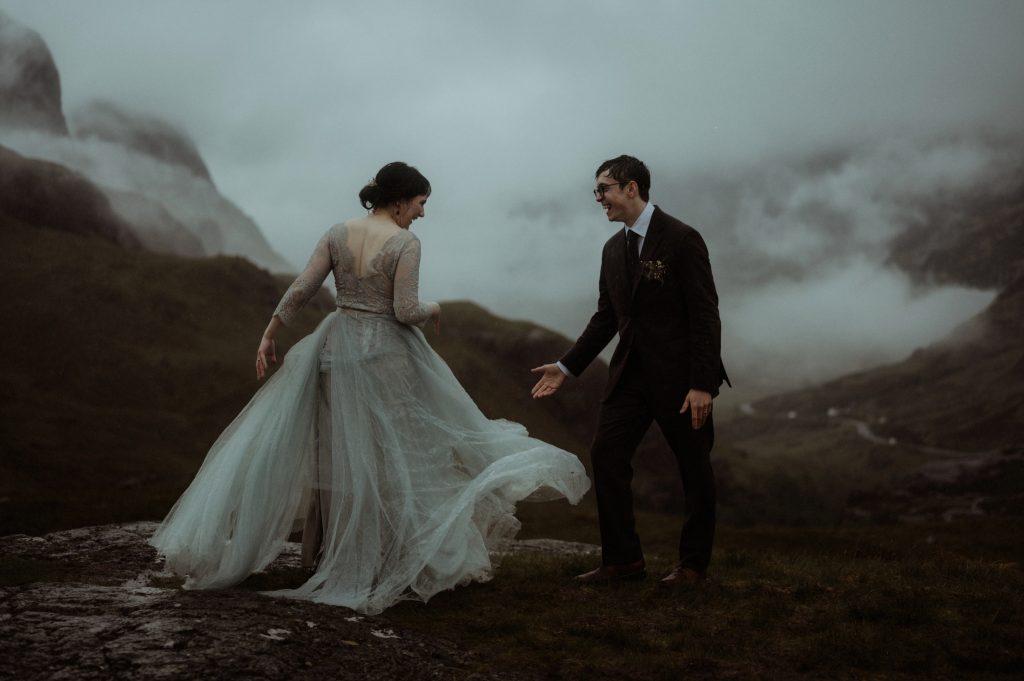 Οι φωτογράφοι γάμου στην «επιδίωξη του φωτός», σε μια νέα σειρά εντυπωσιακών φωτογραφιών
