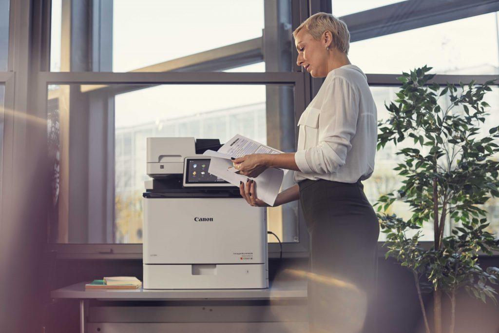 Συνεργασία της Canon με τη McAfee, για την ασφάλεια των εκτυπωτών Canon imageRUNNER ADVANCE