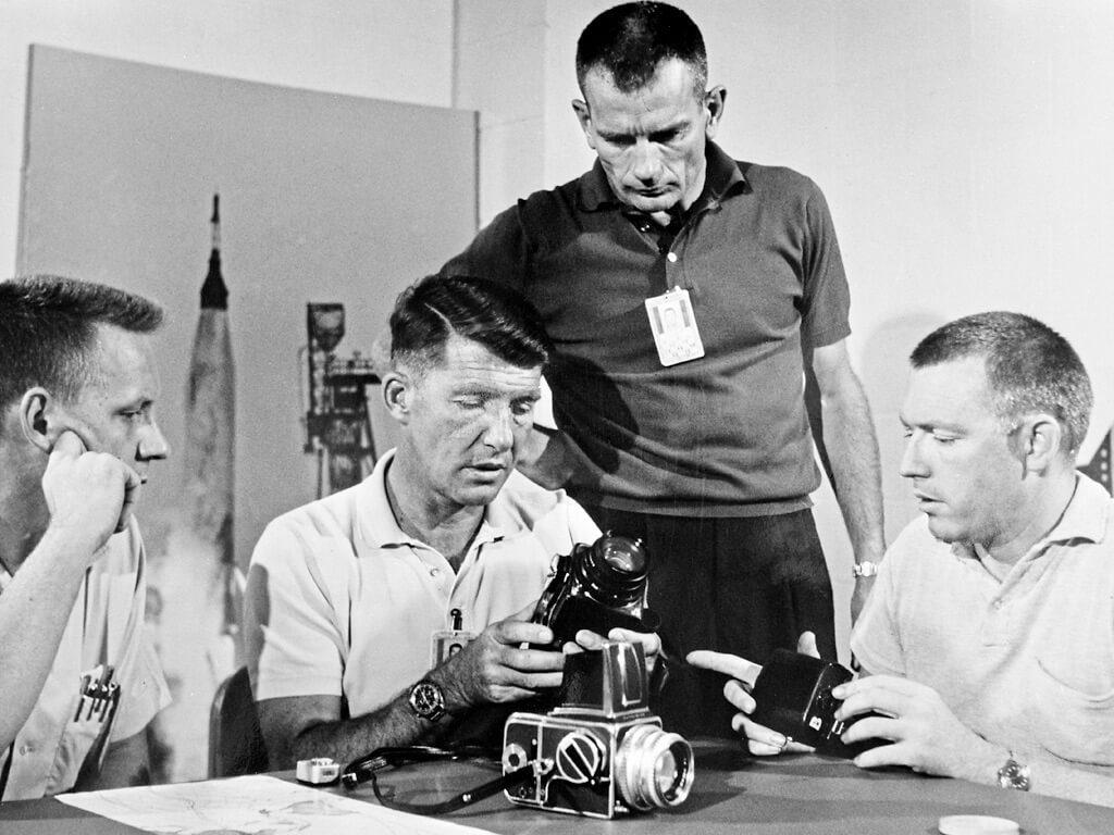 Hasselblad: Γιορτάζει τα 50 χρόνια από τότε που οι μηχανές της πήγαν στη Σελήνη