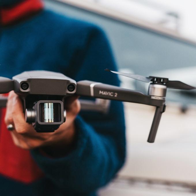 Moment: Παρουσίασε τον πρώτο αναμορφικό φακό για drones