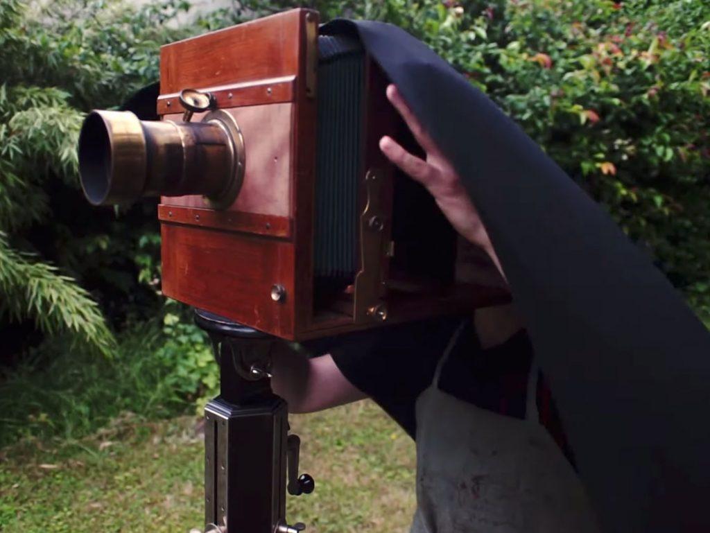 Δείτε σε βίντεο τη διαδικασία λήψης με μία κάμερα 150 ετών