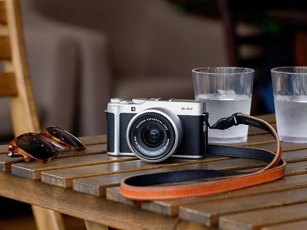 Fujifilm X-A7, στα 24.24mp, με video 4K/30p και flip οθόνη 3.5″