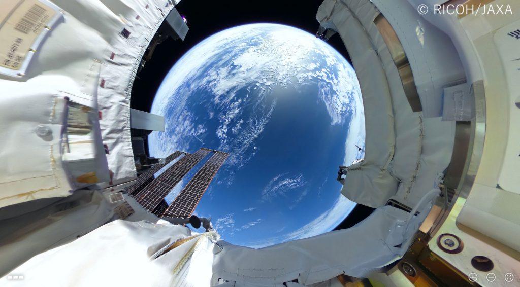 Δείτε τα πρώτα βίντεο και φωτογραφίες 360 μοιρών από την κάμερα της Ricoh στο διάστημα