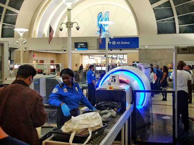 Τα νέα μηχανήματα ελέγχου στα αεροδρόμια των Η.Π.Α. καταστρέφουν τα φιλμ που δεν έχουν εμφανιστεί!