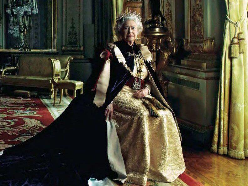 Η Annie Leibovitz φωτογραφίζει την Βασίλισσα Ελίζαμπεθ (και την εκνευρίζει)!