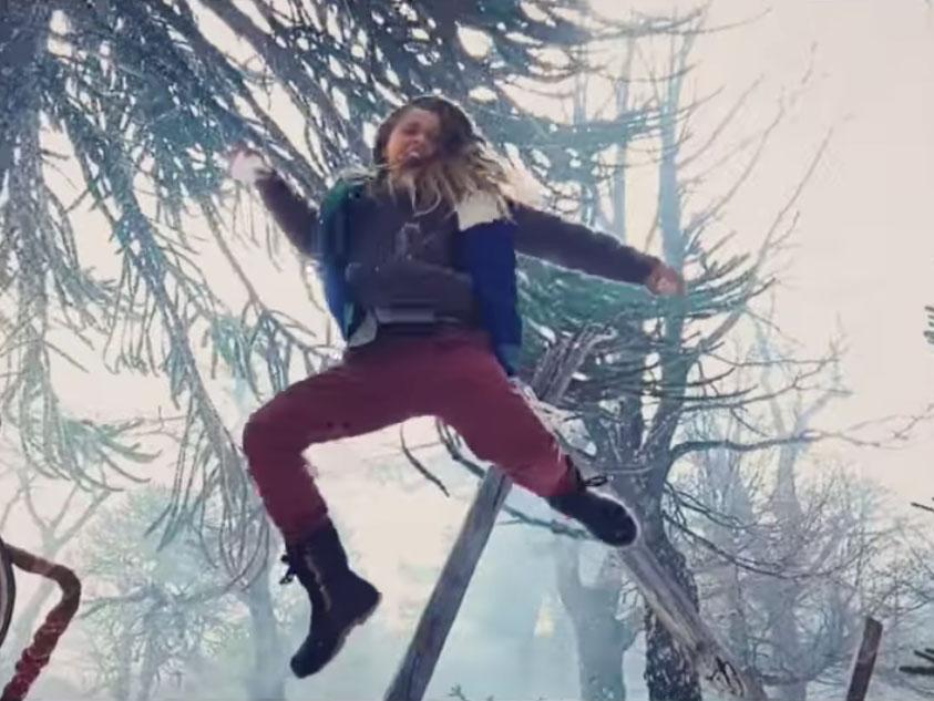 To βίντεο με αυτόν τον επικό χιονοπόλεμο γυρίστηκε με το iPhone 11 Pro από τον σκηνοθέτη των John Wick και Deadpool 2!