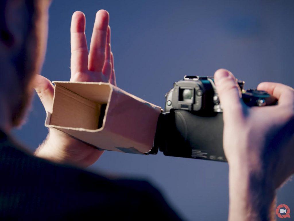 Εννέα κόλπα για να γυρίσεις τα βίντεο σου, με εξοπλισμό που θα φτιάξεις με ένα απλό χαρτόνι!