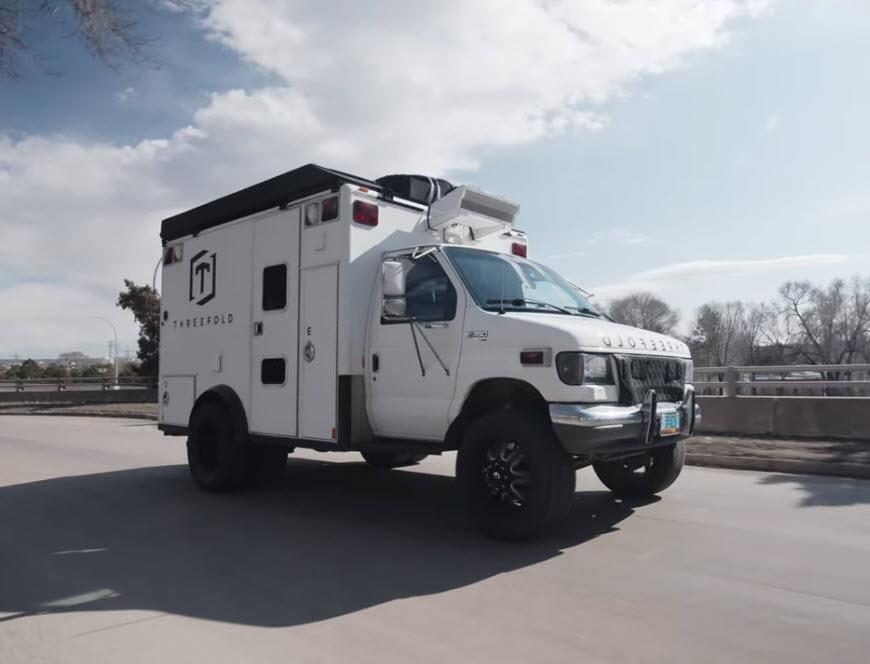 Δείτε ένα παλιό ασθενοφόρο το οποίο μετατράπηκε σε ένα όχημα για μεταφορά εξοπλισμού βίντεο!
