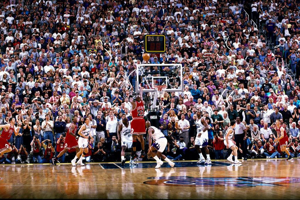 Ο φωτογράφος Fernando Medina μιλάει για την φωτογραφία που αποτυπώνει την πιο ιστορική στιγμή της καριέρας του Michael Jordan!