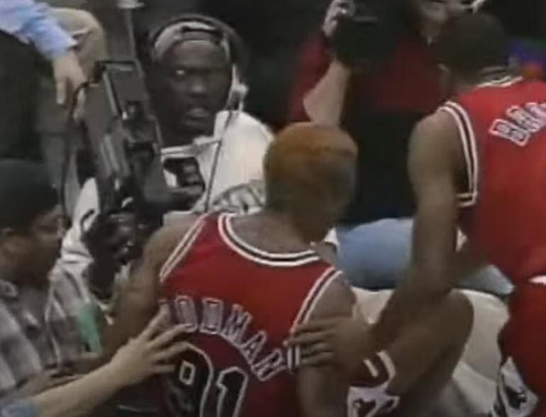 Last Dance: Η κλωτσιά του Dennis Rodman σε εικονολήπτη κατά τη διάρκεια αγώνα, του στοίχισε πάνω από 1.2 εκατομμύρια δολάρια!
