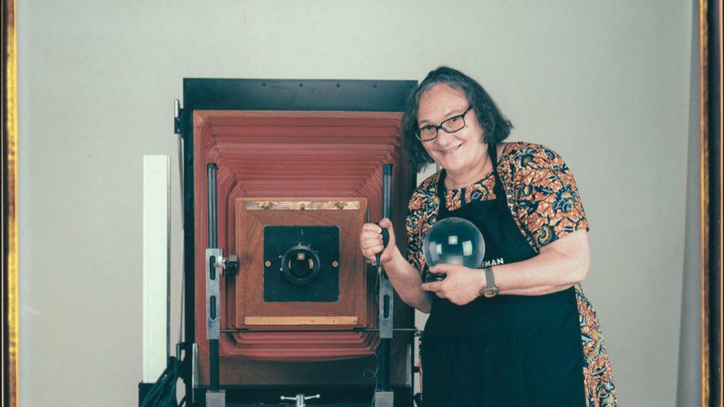 Elsa Dorfman: Έφυγε από την ζωή η φωτογράφος πορτραίτου με την τεράστια Polaroid κάμερα των 200 κιλών