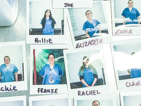 COVID-19: Η Fujifilm δωρίζει Instax κάμερες σε νοσοκομεία στην Ευρώπη για να βοηθήσει το προσωπικό να δείξει το πρόσωπο του στους ασθενείς!