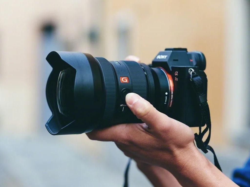 Sony FE 12-24mm F2.8 GM: Ανακοινώθηκε ο νέος επαγγελματικός ζουμ ευρυγώνιος φακός στα 3.300 ευρώ!
