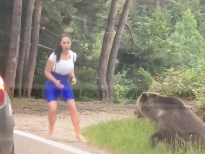 Γυναίκα προσπαθεί να βγάλει φωτογραφία πλάι σε μία άγρια αρκούδα [βίντεο]