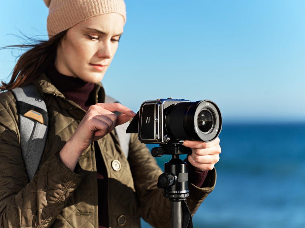Hasselblad 907X 50C: Διαθέσιμη η μικρότερη μεσαίου φορμά κάμερα της εταιρείας, με τιμή στα 6.590 ευρώ!