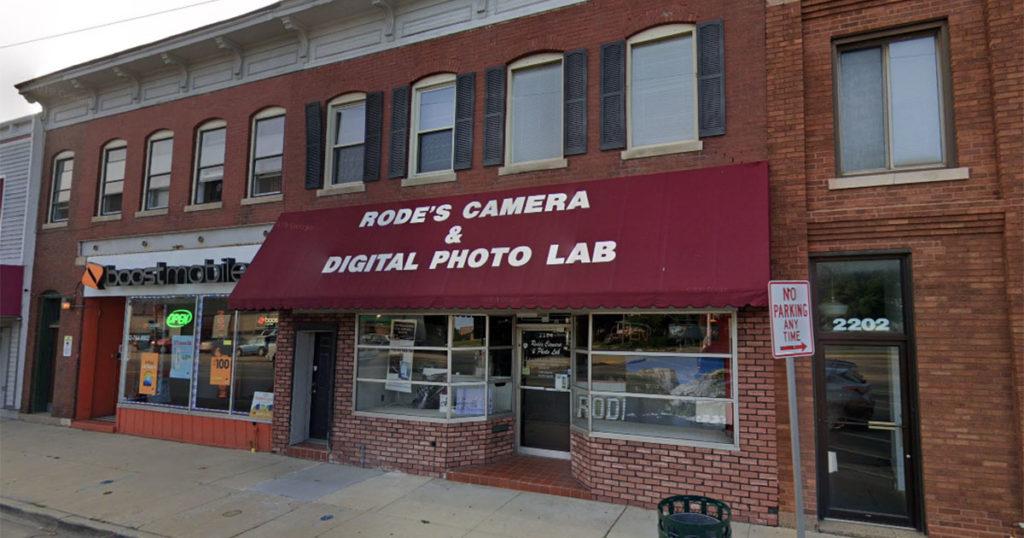 Πυρπολήθηκε φωτογραφικό κατάστημα στις Η.Π.Α. το οποίο λειτουργούσε από το 1911
