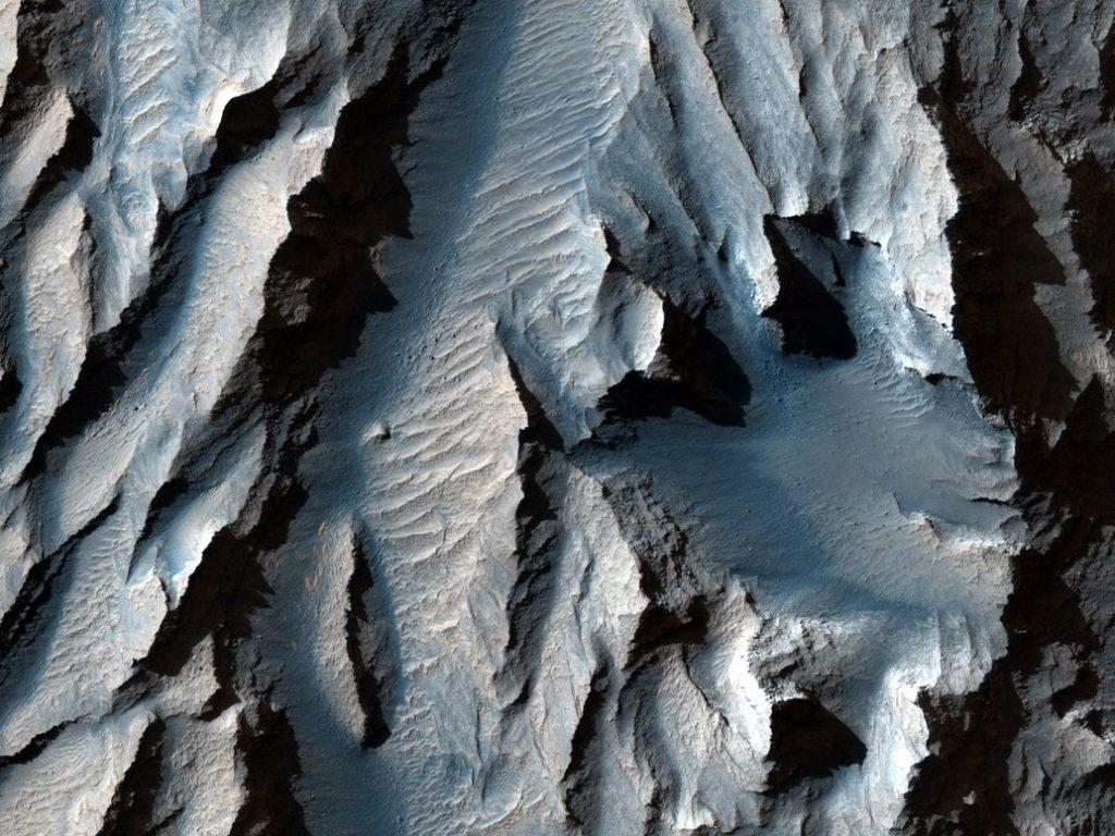 Αυτή είναι μία κοντινή φωτογραφία του μεγαλύτερου φαραγγιού του ηλιακού μας συστήματος, στον Άρη!
