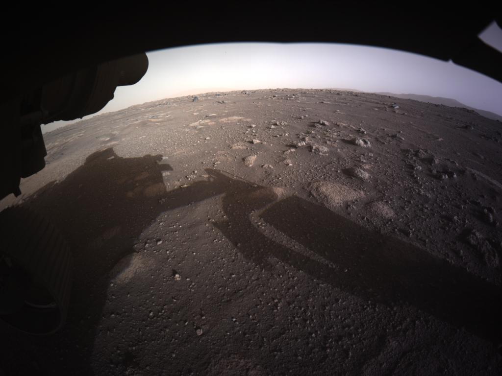 Perseverance Rover: Η πρώτη εικόνα του από την προσεδάφιση και η πρώτη έγχρωμη φωτογραφιά από τον Άρη!