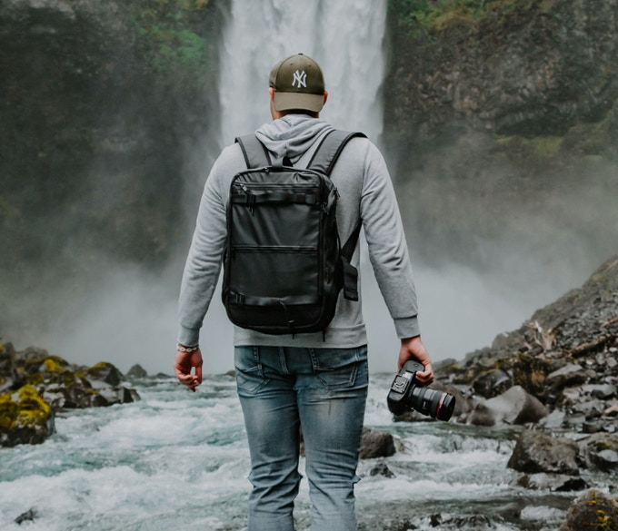 Top Shelf: Φωτογραφική τσάντα με ιδιαίτερο άνοιγμα συγκέντρωσε 550.000 ευρώ στην KickStarter