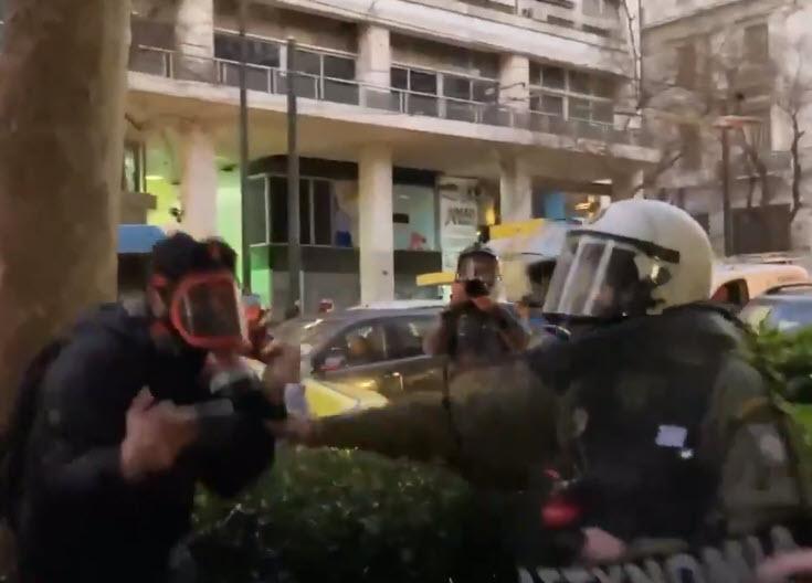 Αστυνομία εναντίον δημοσιογράφων στην Αθήνα, τραυματίστηκαν επτά φωτορεπόρτερ