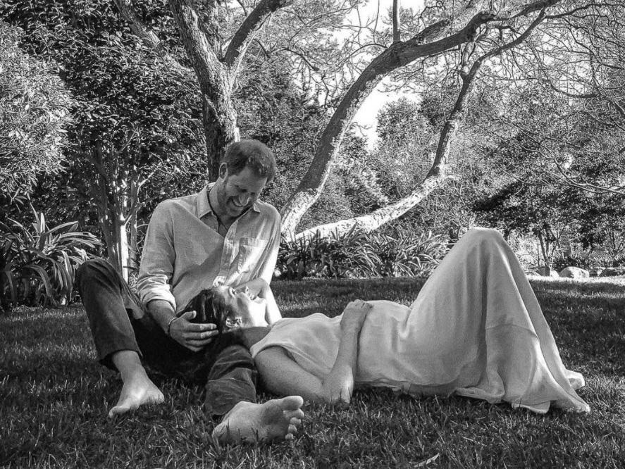 Φωτογράφιση εγκυμοσύνης για τον πρίγκιπα Harry και την Meghan, με iPad και τον φωτογράφο από απόσταση 8.800 χλμ!