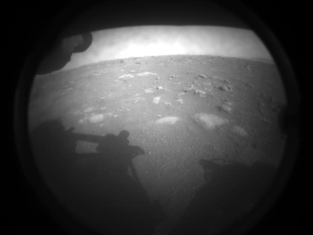Perseverance Rover: Η πρώτη φωτογραφία του από τον Άρη [φωτογραφίσου στο Photo Booth της NASA]