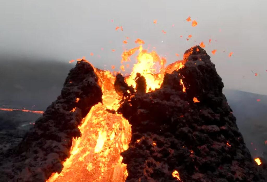 Φοβερά πλάνα του ηφαιστείου Geldingadalir  της Ισλανδίας, από DJI FPV drone!