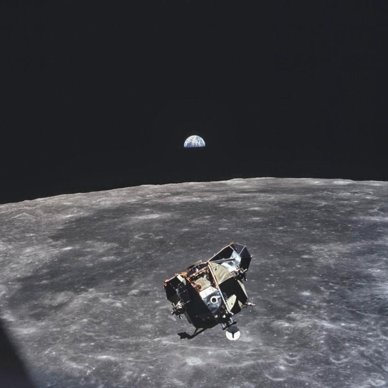 Έφυγε από την ζωή ο αστροναύτης που έβγαλε μία από τις πιο ιστορικές φωτογραφίες της ανθρωπότητας!