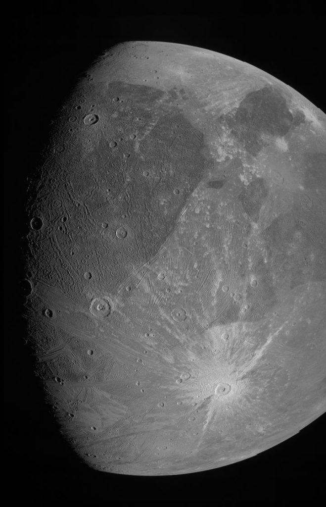 NASΑ: Δημοσίευσε φωτογραφίες υψηλής ανάλυσης του Γανυμήδη, του μεγαλύτερου φεγγαριού του Δία!