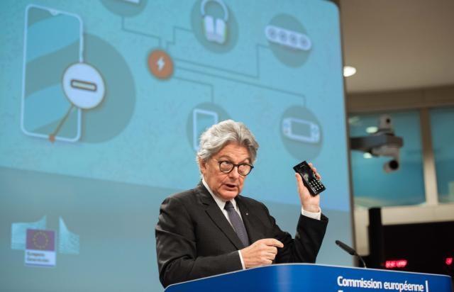 Η Ευρωπαϊκή Ένωση πιέζει τους κατασκευαστές συσκευών να χρησιμοποιούν θύρα USB-C και να πουλάνε ξεχωριστά τους φορτιστές!