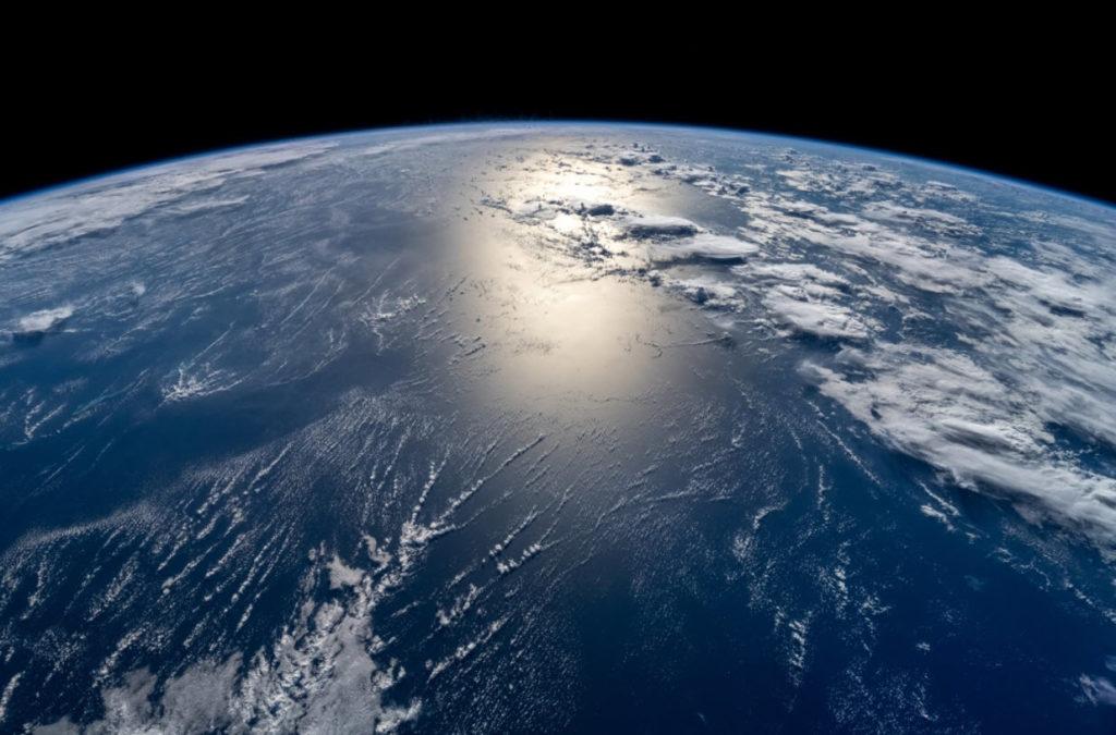 Αυτές είναι οι πρώτες φωτογραφίες και βίντεο της Γης από το διάστημα, που δεν έβγαλαν επαγγελματίες αστροναύτες!