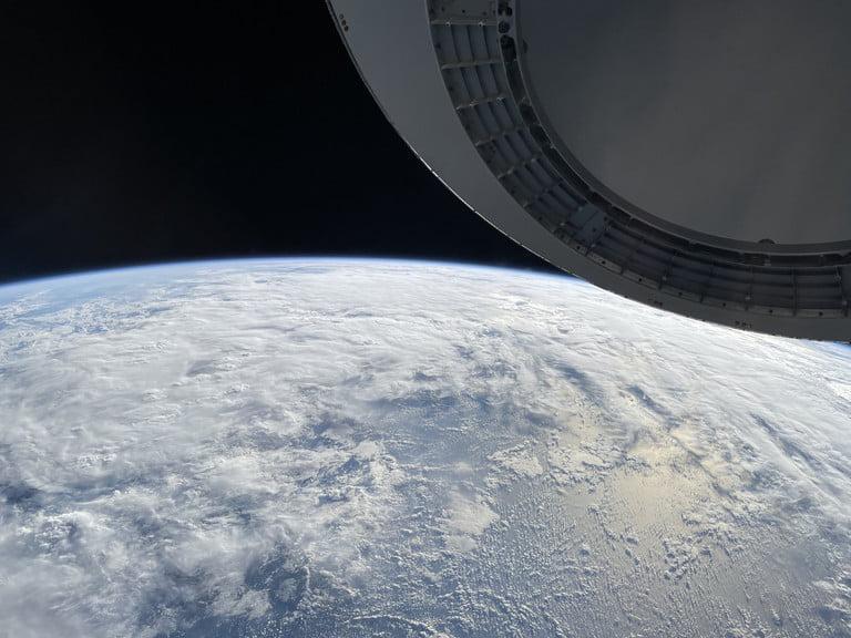 Η πρώτη φωτογραφία και το βίντεο της Γης από το διάστημα, με smartphone, από μη επαγγελματία αστροναύτη, βγήκαν με το iPhone 12!