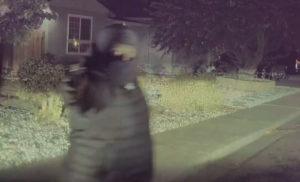 Ληστές ακολούθησαν φωτογράφο σπίτι του και τον λήστεψαν σπάζοντας το πίσω τζάμι αυτοκινήτου ενώ ήταν μέσα, ενώ έφυγαν πυροβολώντας (βίντεο)!